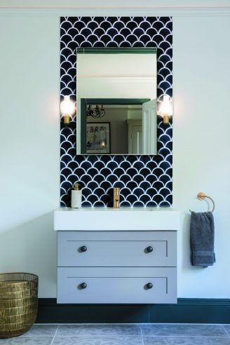Atlantis Scallop Navy Gloss Porcelain